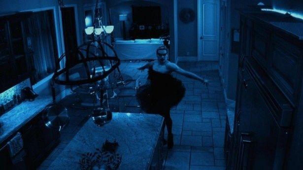 【写真を見る】『パラノーマル・アクティビティ』にブラック・スワンが登場?『ドラゴン・タトゥーな女 in パラノーマル・アクティビティ』