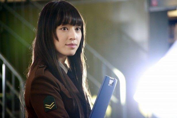 自衛組織・図書隊の業務部、柴崎麻子を演じる栗山千明