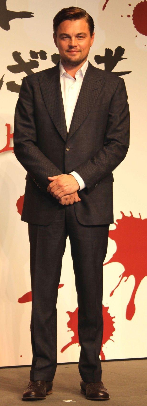 スーツ姿で登場したレオナルド・ディカプリオ