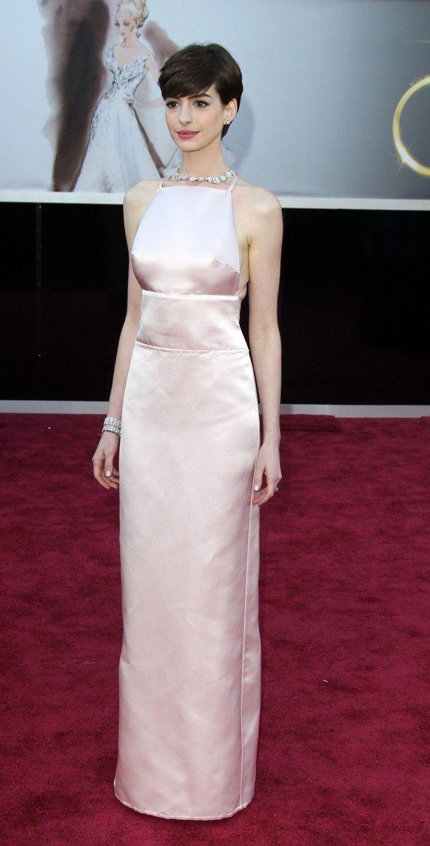 【写真を見る】アカデミー賞受賞式の乳首ドレスで騒ぎになってしまったアン・ハサウェイ