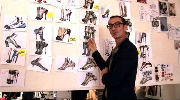 何十枚ものデザインラフを経て、美しい靴は世の女性に届けられる