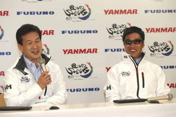 辛坊治郎さん(左)とブラインドセーラーHIROさん(右)