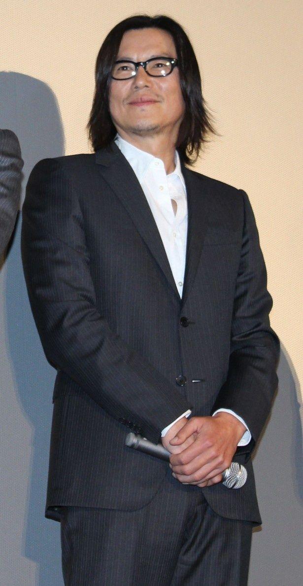 警視庁捜査一課の浅間玲司役の豊川悦司