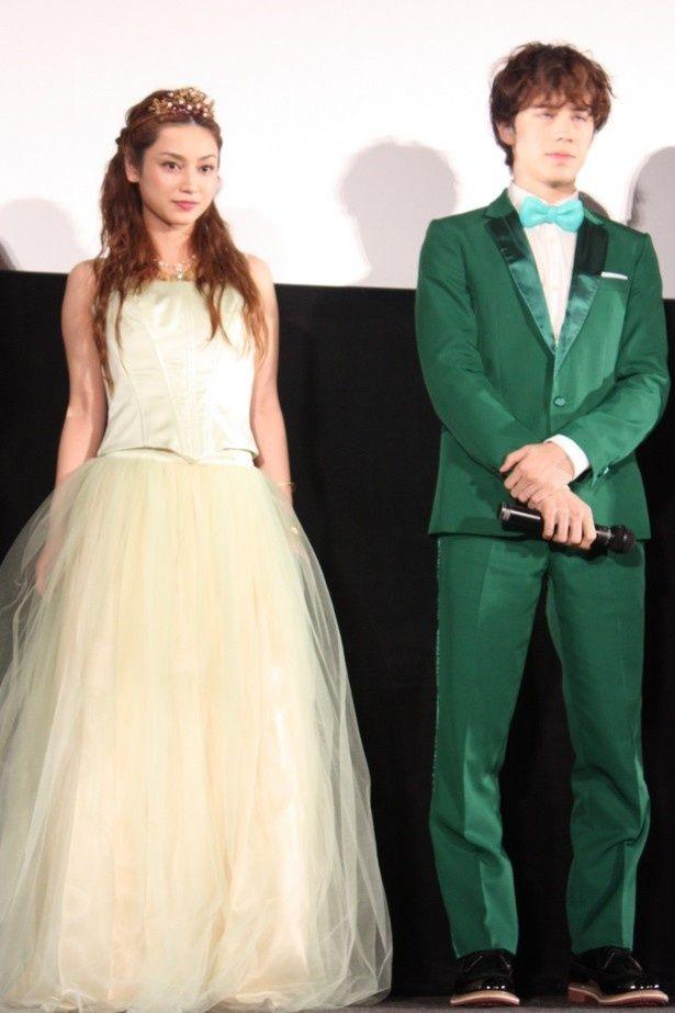 【写真を見る】平愛梨はプリンセスのドレスに対して「カーテンみたい」と失言!?