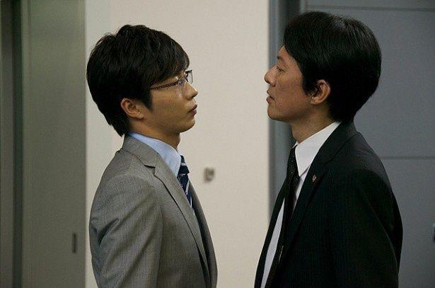 殺人事件が発生!伊丹刑事と岩月捜査官はいがみ合いながらも共に捜査を進めていく