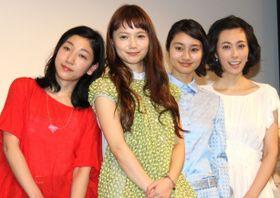 宮崎あおい、忽那汐里らが花びらをイメージした衣装で登場、華やかな笑顔に会場もうっとり