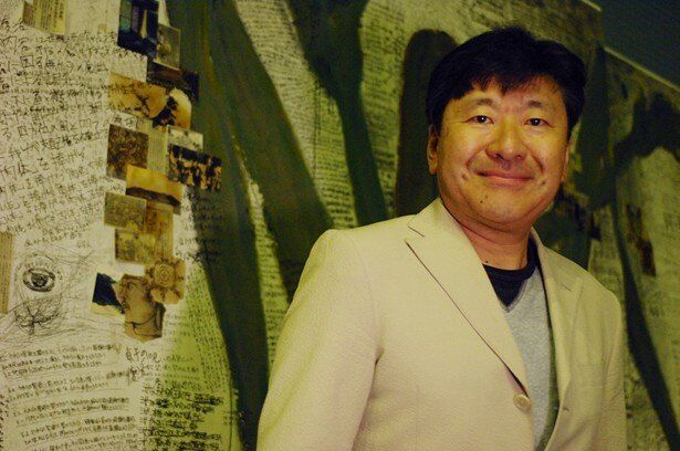 学生当時に演劇活動をしていたというシリーズ原作者・鈴木光司が念願の舞台化に脚本を書き下した