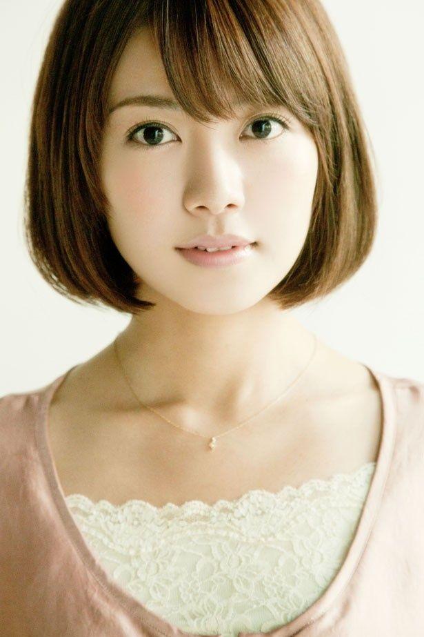 女性ボーカル&ダンス グループ「dream」で活動後、女優として舞台やドラマへ出演する長谷部優