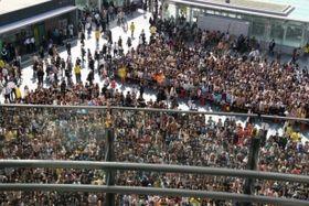 博多駅前広場にファン7000人が集結!二宮和也が5都市で舞台挨拶