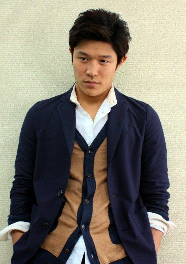 『HK 変態仮面』で主演を務めた鈴木亮平