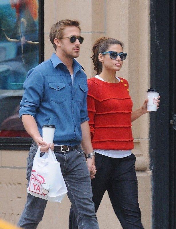 ニューヨークでデート中のライアンとエヴァ