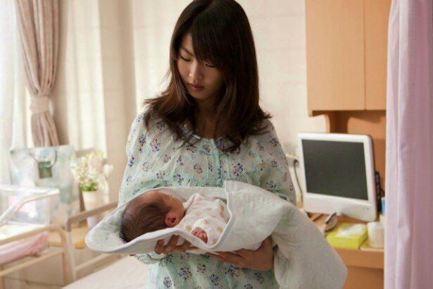 シングルマザーとして出産を決意した女子高生の正美(福田麻由子)