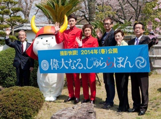『偉大なる、しゅららぼん』のクランクイン会見に出席した濱田岳、岡田将生ら