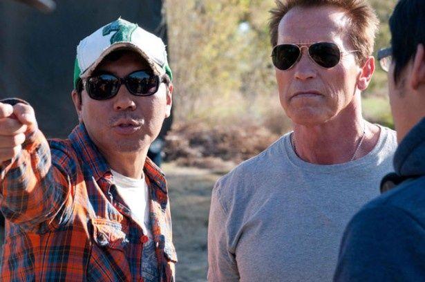 """左がシュワちゃんに""""アジアのジェームズ・キャメロン""""と言わしめたキム・ジウン監督"""
