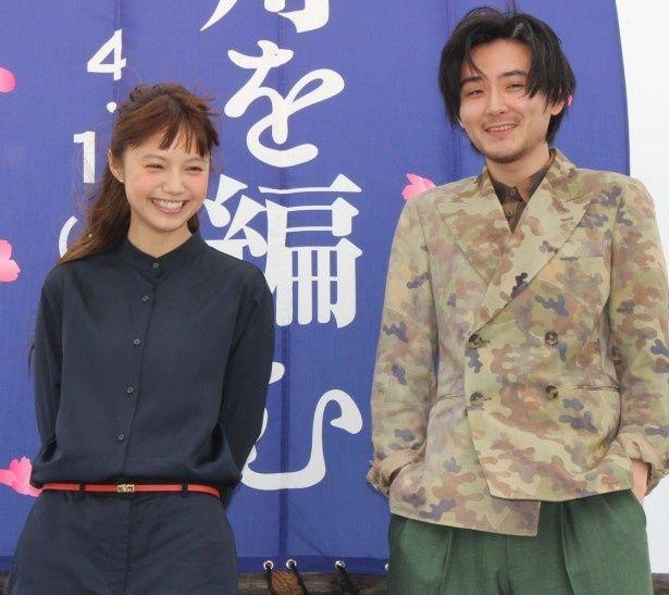 【写真を見る】松田龍平もスカイツリーにテンションが上がった!?宮崎あおいと仲の良い様子を見せた