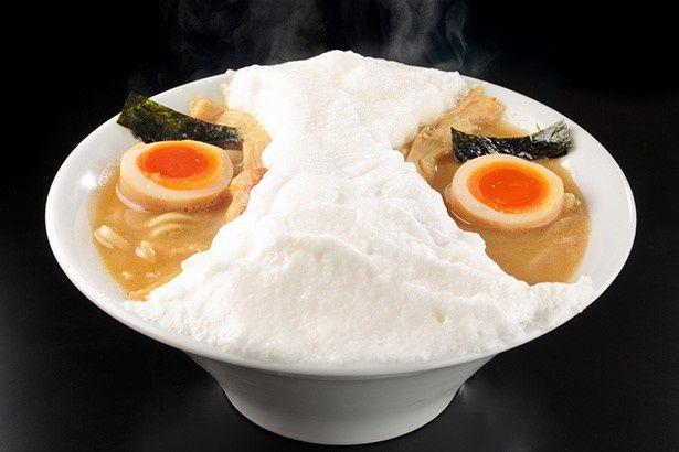 パンティを被った変態仮面の顔をイメージした「二丁目つけめんGACHI」の「変態仮麺」(800円)