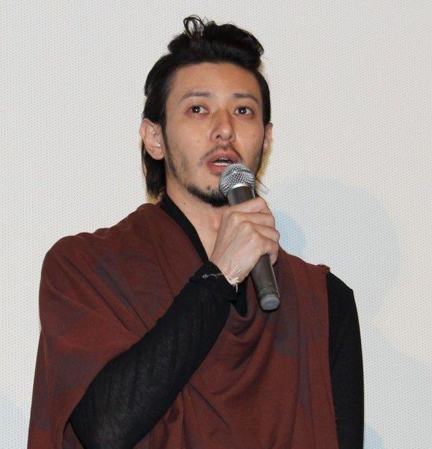 西岡正志役のオダギリジョー