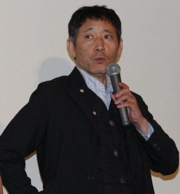 荒木公平役の小林薫