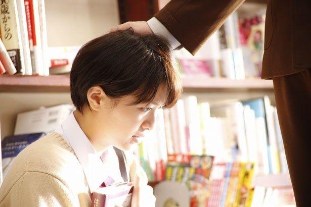 【写真を見る】榮倉奈々の可愛い女子高生の制服姿はコチラ