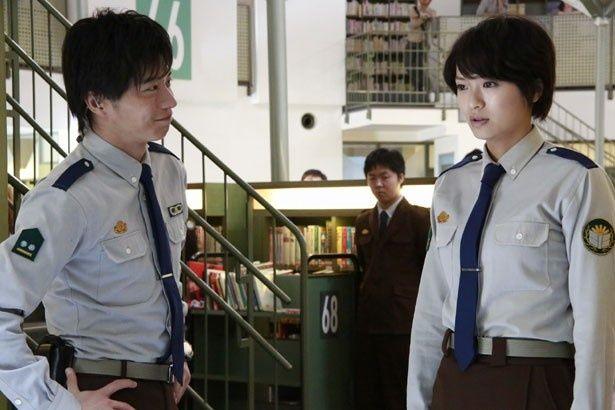 鬼教官・堂上の同期であり、頼れる副班長・小牧(田中圭)は郁を優しくフォローする
