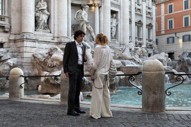 背を向けて肩ごしにコインを投げ入れるともう一度ローマに帰ってこれると言われるトレヴィの泉