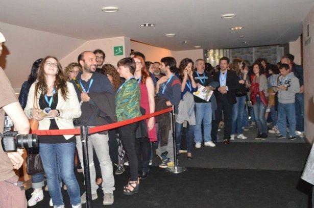 世界初公開となる『俺俺』ワールドプレミアが待ちきれない観客たち