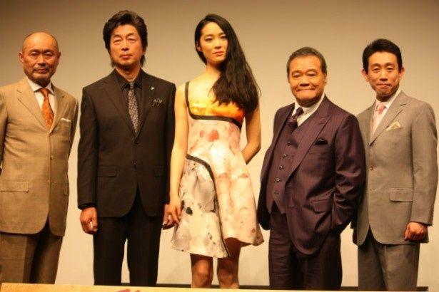『終戦のエンペラー』の会見で西田敏行や初音映莉子らが登壇