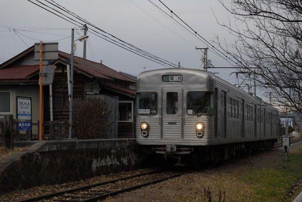 元営団地下鉄日比谷線の車両を使用していた長野電鉄屋代線(『母の唄がきこえる』)