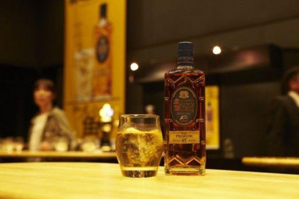 甘く華やかな香りが特徴。新発売のサントリーウイスキー プレミアム角瓶
