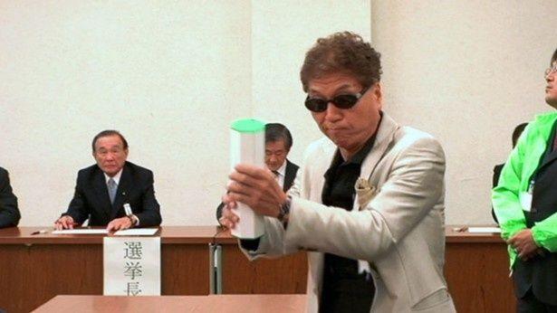 ユニークなパフォーマンスで知られるマック赤坂。2012年は東京都知事選挙にも立候補した