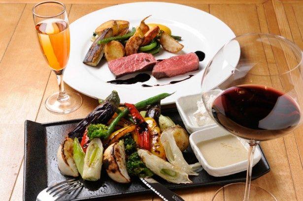 野菜がメインの看板料理「有機野菜の炭火焼きサラダ」(GORI 西麻布)