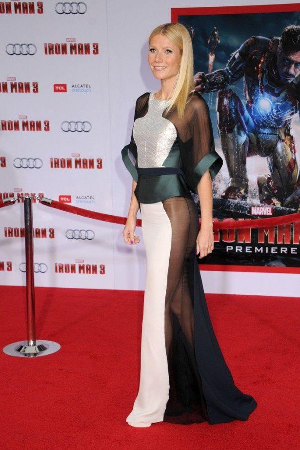 【写真を見る】ノーパンドレスで『アイアンマン3』のプレミアに出席したグウィネス・パルトロー