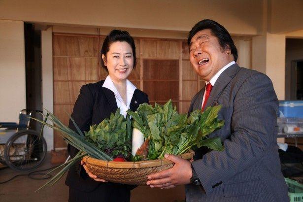 名取裕子からの京野菜に石塚英彦はニコニコ