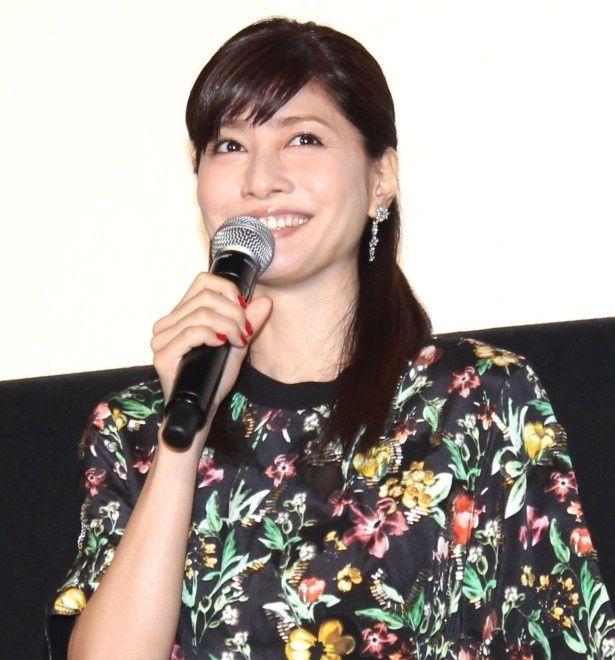 『俺俺』初日舞台挨拶に笑顔で登場した内田有紀