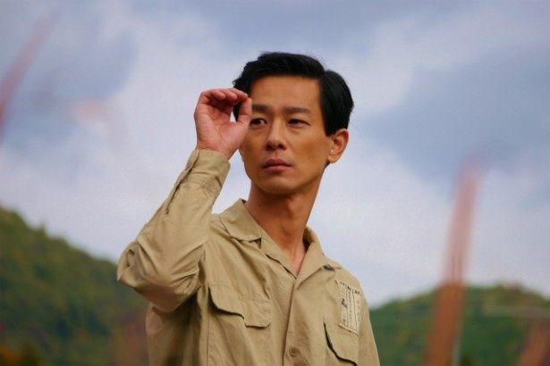 【写真を見る】加瀬亮は、名匠・木下惠介役。劇中のシーンはこちら