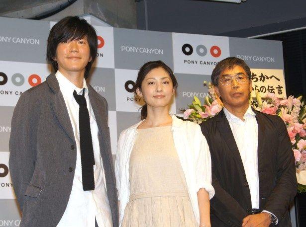 DVD発売記念イベントに登場した田辺誠一、常盤貴子、若松節朗監督(写真左から)