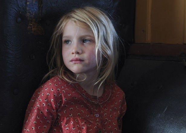 撮影当時は7歳半ながら、抜群の存在感で一家の娘役を演じたモルガナ・デイヴィス