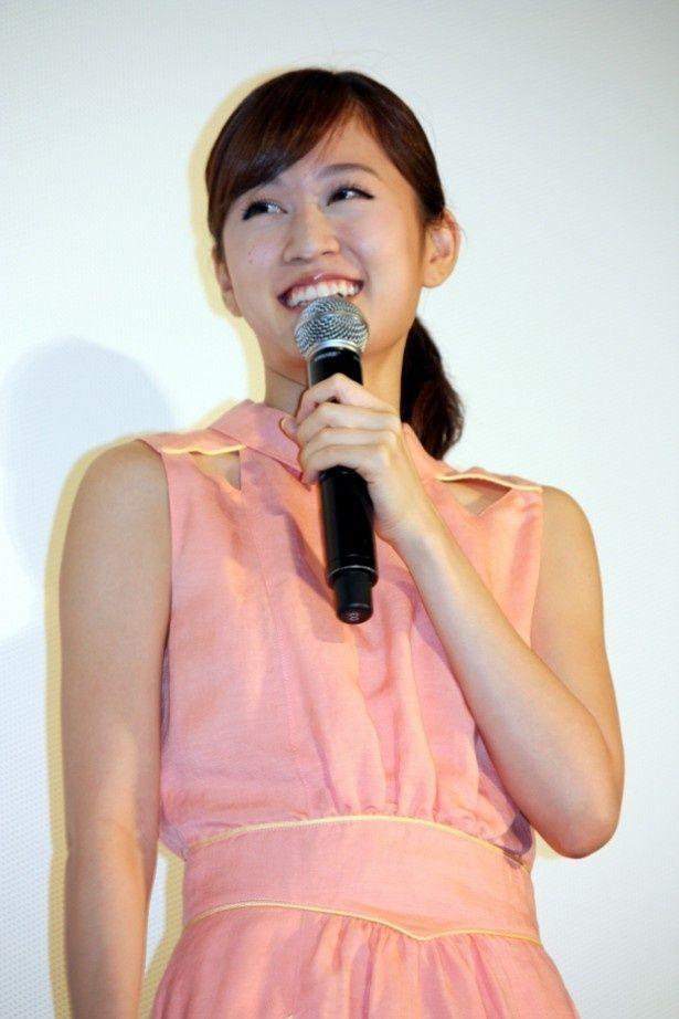 『クロユリ団地』の大ヒット舞台挨拶に立った前田敦子
