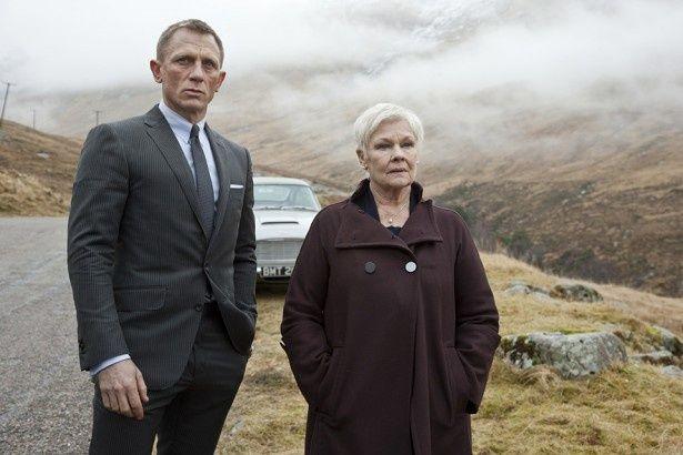 『007 スカイフォール』でM役を演じたジュディ・デンチはボンドガールがかすむほどの存在感を示した