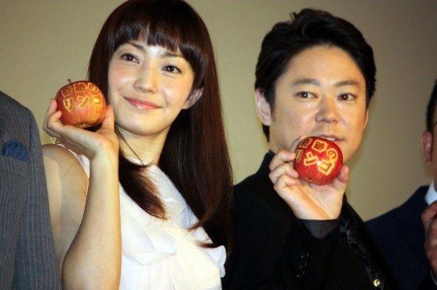『奇跡のリンゴ』の初日に登壇した阿部サダヲと菅野美穂