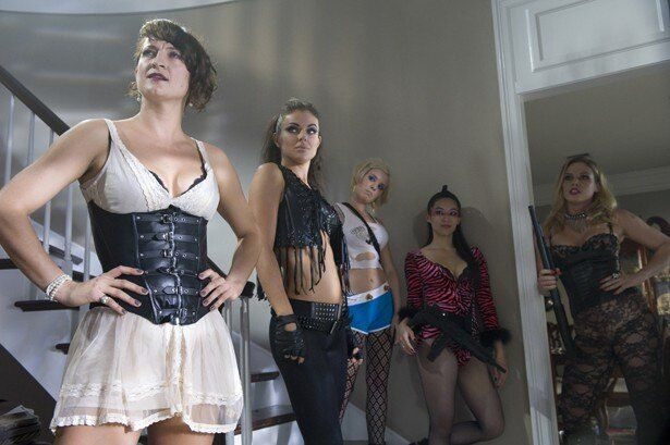 これが劇中に登場する危険な美女軍団!いかにも強そうな体格の良さだ