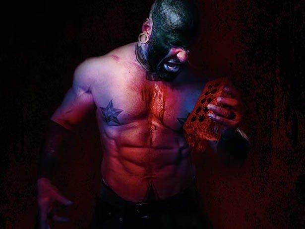いかにも悪そうな主人公ミスター・ブリックスがレンガ石で戦う!