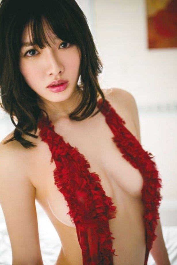 人気グラドルの今野杏南さんが新DVDを発売