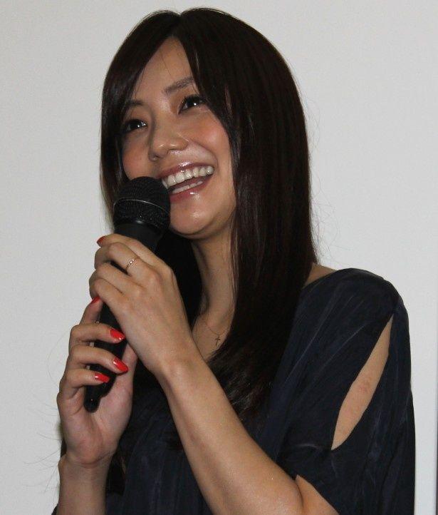『遠くでずっとそばにいる』の初日舞台挨拶に登壇した倉科カナ