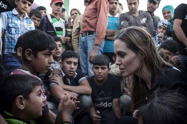 術後初めて、難民キャンプを訪問したアンジー
