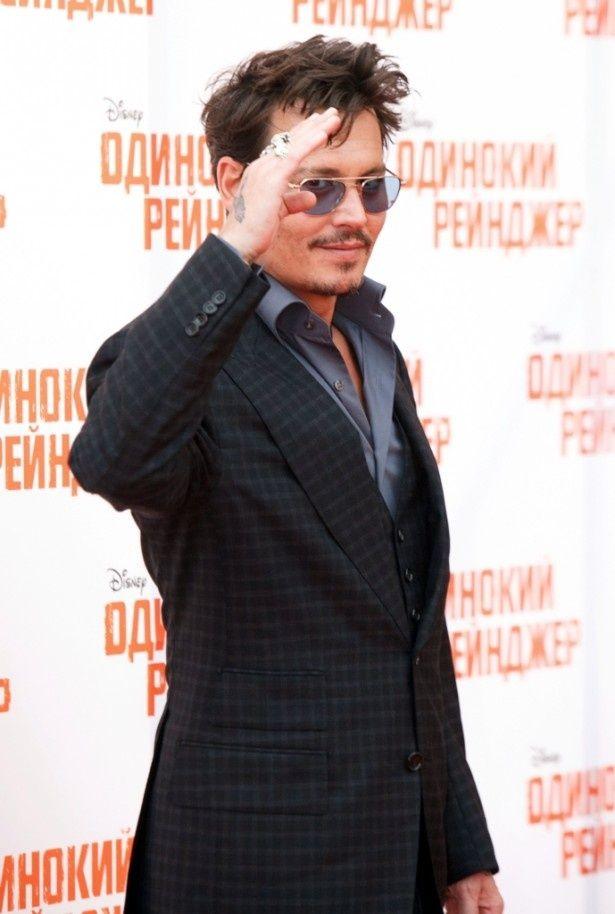 モスクワで行われた『ローン・レンジャー』プレミアに参加したジョニー・デップ