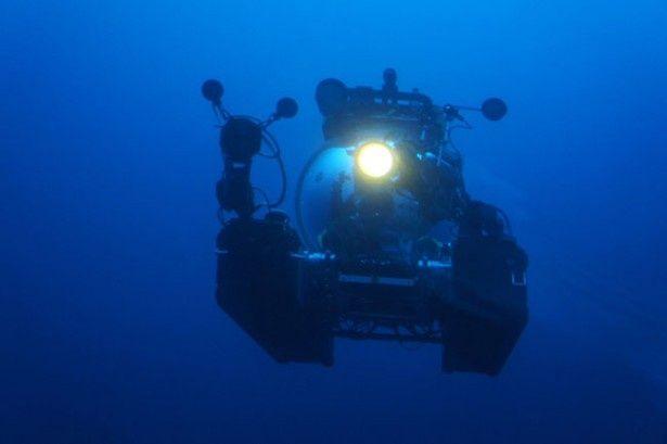 最新鋭の潜水艇でダイオウイカの生態に迫る