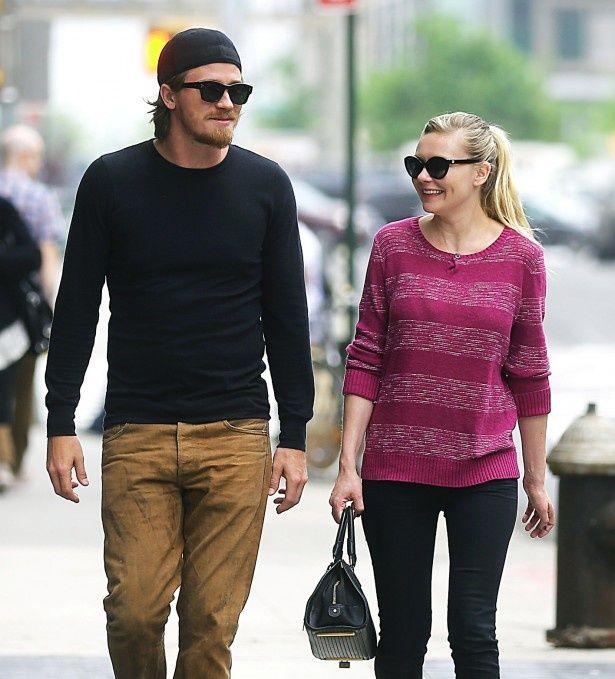 今年5月には、幸せそうに歩いていたキルスティンとギャレットだったが…