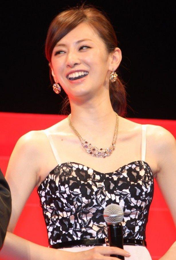 舞台挨拶で笑顔を見せた北川景子