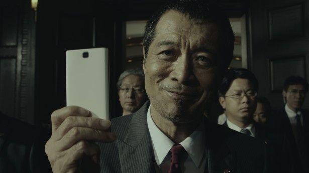 新CMで総理大臣に扮(ふん)した矢沢永吉